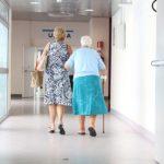 Przychodnia lekarska: Miejsce spotkań starszych osób?