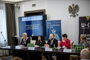 Paneliści konferencji dotyczącej srebrnej gospodarki
