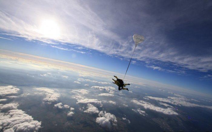 Skok ze spadochronem w tandemie czyli skok tandemowy