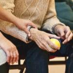 Jesień życia w dobrej formie – rehabilitacja seniorów sposobem na długowieczność