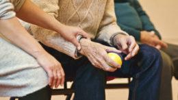 Jesień życia w dobrej formie rehabilitacja seniorów sposobem na długowieczność