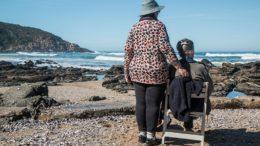Kariera po 50-ce! Opieka nad osobami starszymi pomysłem na siebie