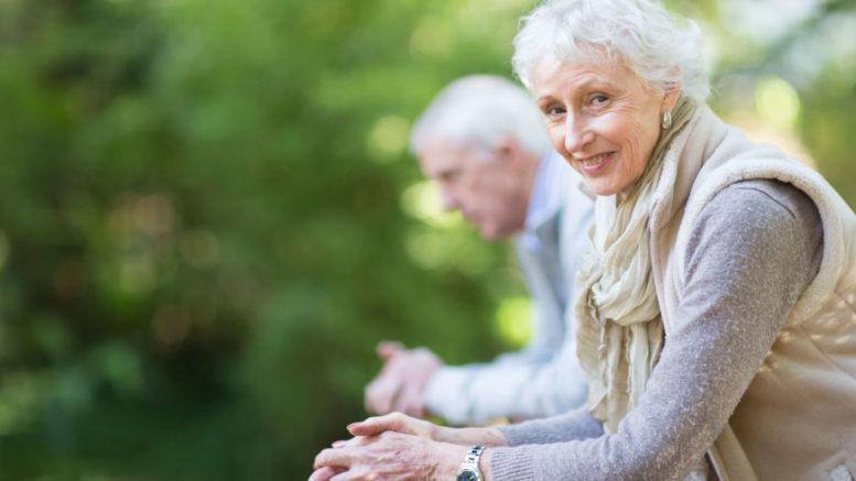 Praca w Niemczech jako opiekunka seniora: Z agencją czy na własną rękę