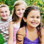 Wzrok dzieci jest narażony na wiele czynników, które go osłabiają. Jak zadbać o wzrok wnuka? – Doradza okulista z Warszawy