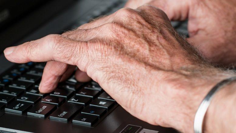 Znajomości w Internecie zawierają również seniorzy