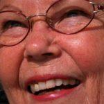 Implanty, czy protezy – które lepsze dla seniora?