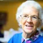 Wspólne spędzanie czasu – najlepszy prezent dla babci na urodziny