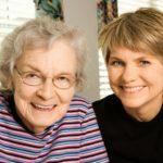 Opieka nad starszą osobą. Na co zwrócić uwagę?