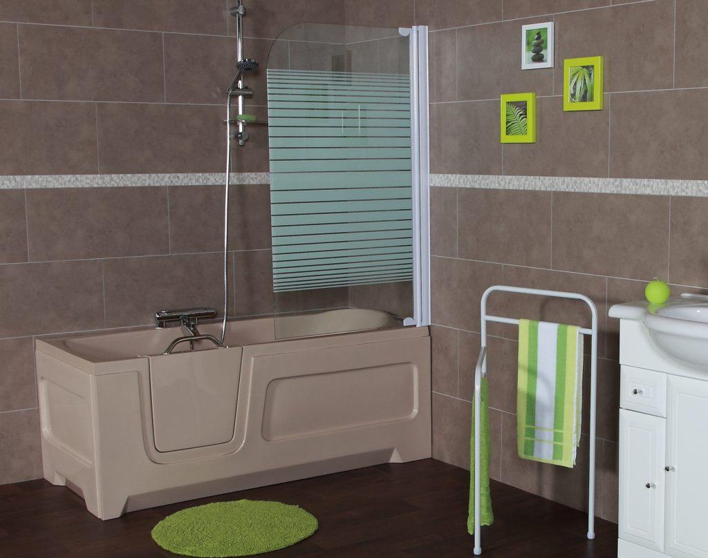 Wanna z drzwiami łączy w sobie zalety wanny i kabiny prysznicowej.