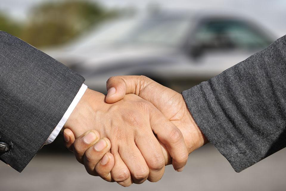Uścisk dłoni biznesmena