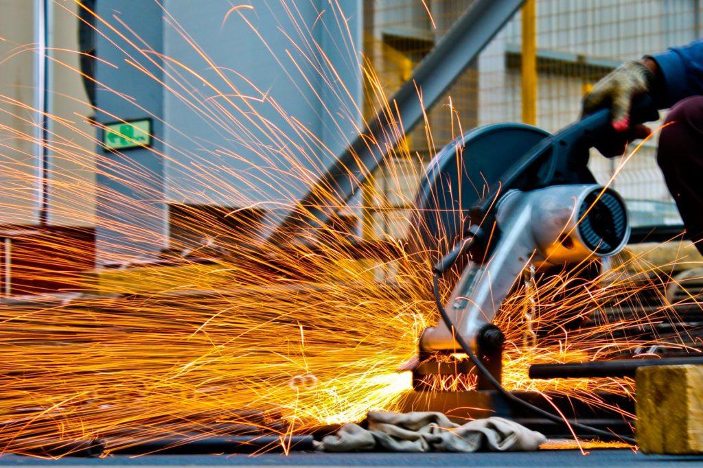 Cięcie stali może odbywać się na kilka sposobów