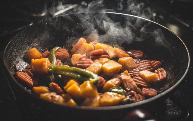 alt= warzywa na patelnie mogą być dodatkiem lub samodzielnym daniem
