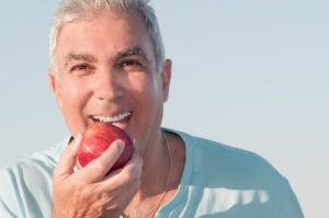 jabłko i proteza