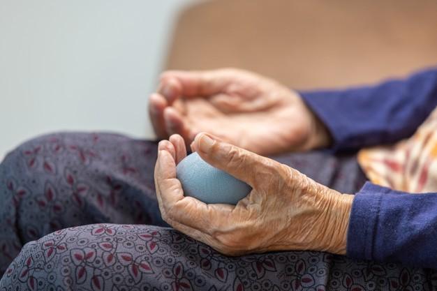 Urazy ręki u starszej osoby