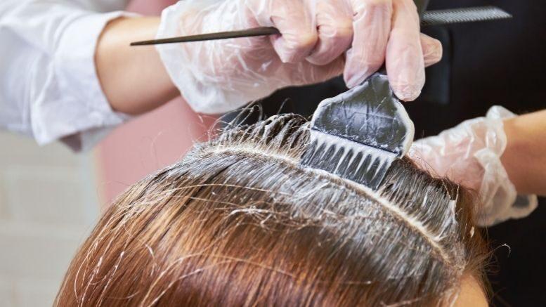 Farbowanie siwych włosów czy farby ziołowe pokrywają siwe włosy